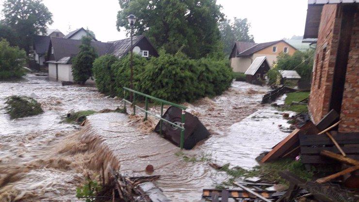 Česko zasáhnou extrémní deště: Hrozí další povodně a sesuvy půdy, varují meteorologové