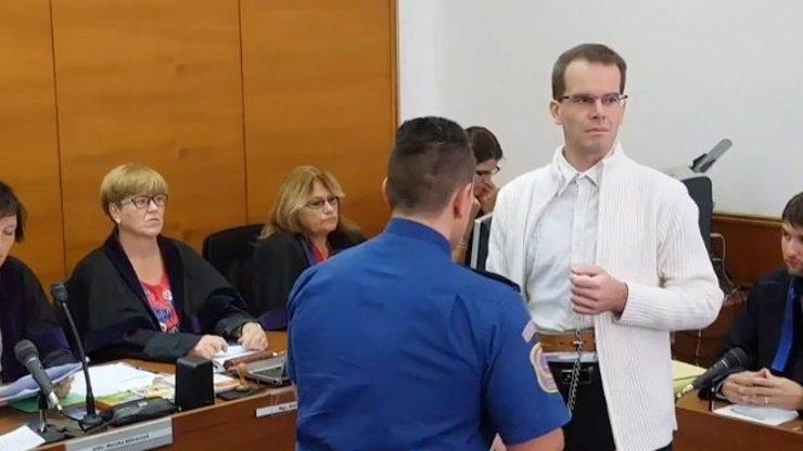 Král pedofilů zemřel ve vězení: Petr Dostál zneužil 11 dívek, chtěl podstoupit kastraci