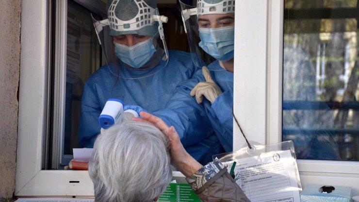 Naděje se odkládá! Koronavirus opět překročil 15 tisíc nových případů a překonal rekord