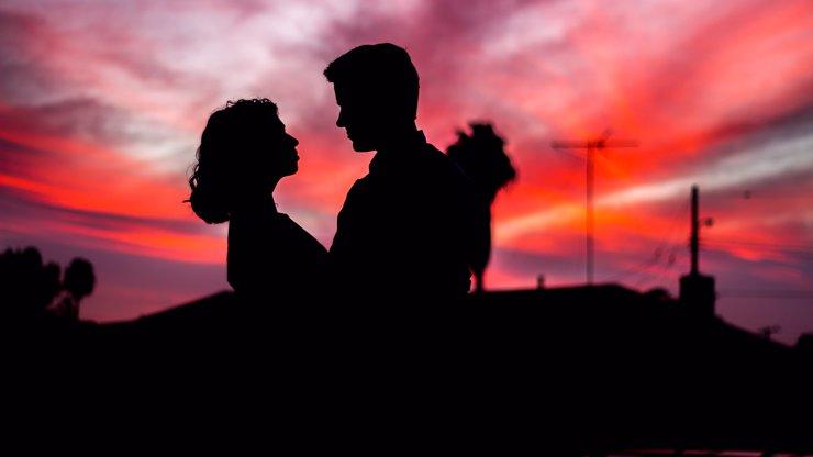 Denní horoskop na čtvrtek: Berani by měli být obezřetní, Střelci potřebují lásku, Raci selhávají