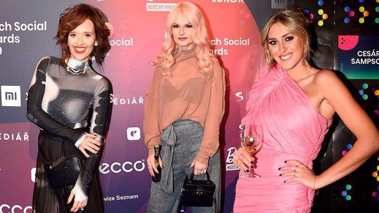 Módní peklo z Czech Social Awards: Halucinace Klusová, cukrová vata Zorka a úděsná Iva