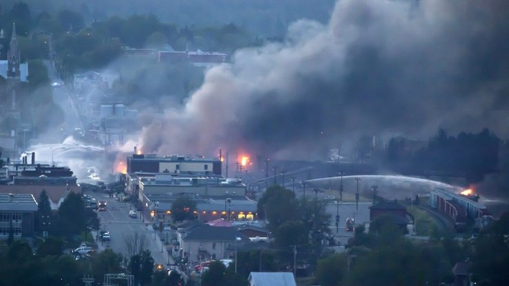 Neskutečný masakr: Výbuch vlaku s olejem zabil v Kanadě skoro devadesát lidí!