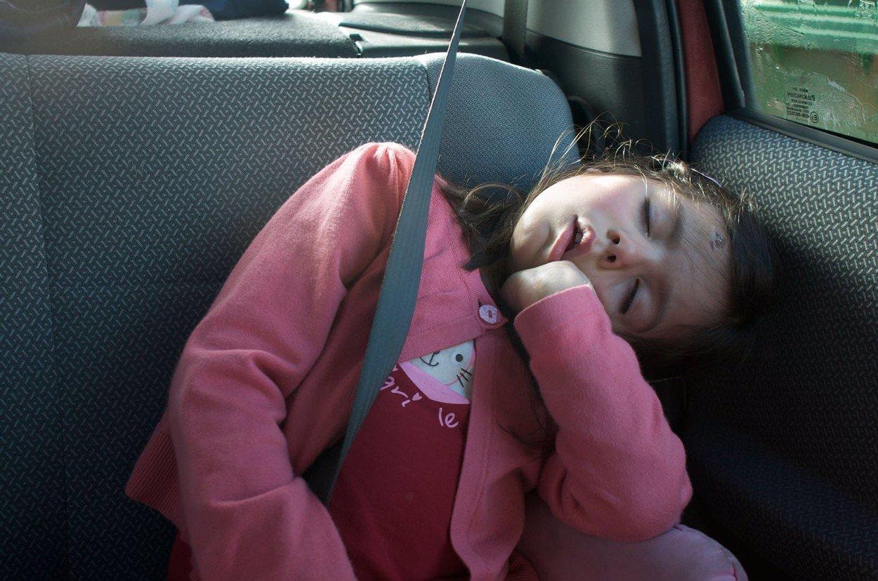Nenechávejte dítě v rozpáleném autě: Toto se bude dít s jeho organismem