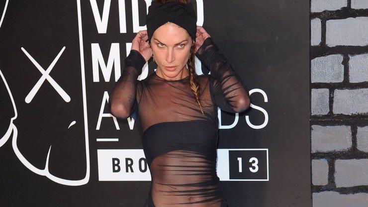 Nejodvážnější model na letošních Video Music Awards: Podívejte se na tuhle nestydatou modelku!