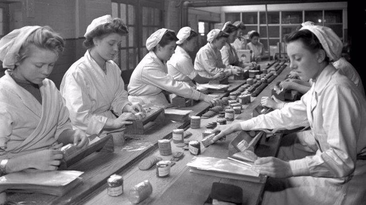8 důvodů, proč je práce v ženském kolektivu horší než v drůbežárnách u pásu