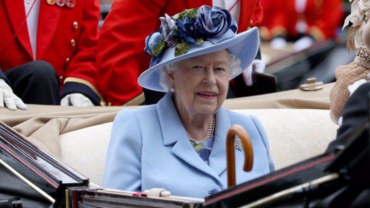 Soukromí královny Alžběty II.: Philipa potkala poprvé ve 13 letech