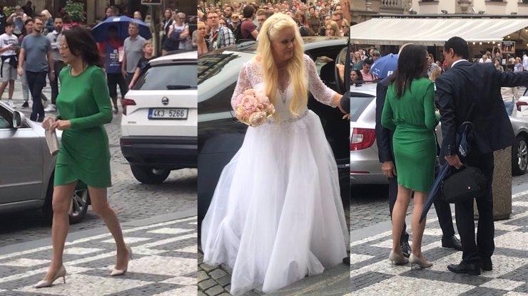 Česká Pippa Middleton? Maminka (69) Moniky Štikové zastínila nevěstu a předvedla výstavní pozadí