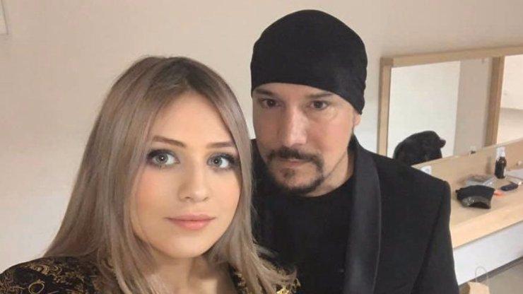 O 30 let mladší Lucinka zpěváka Bohuše Matuše: Sžírá ji neutuchající žárlivost