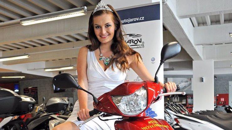 Rozhovor o cestě za svým snem: V sedmi letech byla poprvé na mole s Monikou Žídkovou, dnes má titul Miss Motorsport