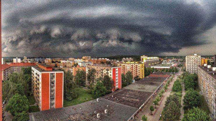 Bouřky potrápily Česko: Nad Kladnem se objevila magická supercela