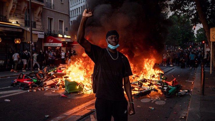 Amerika v plamenech: Terrence Floyd je vzteky bez sebe, to mi zavražděného bráchu nevrátí