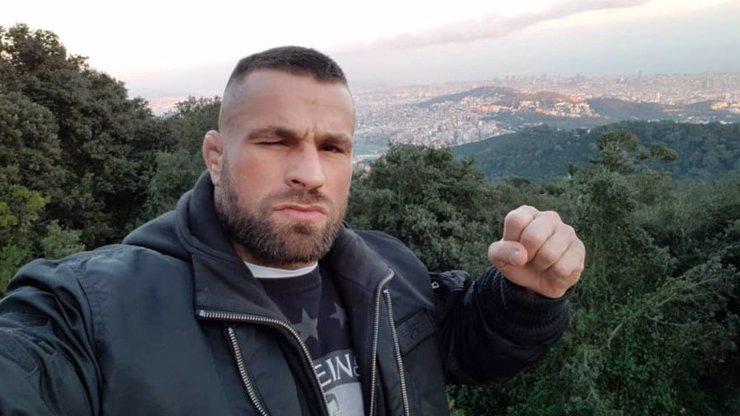 Zápasník MMA Karlos Vémola promluvil o vydírání:  Video se třemi dívkami ukradl bratr