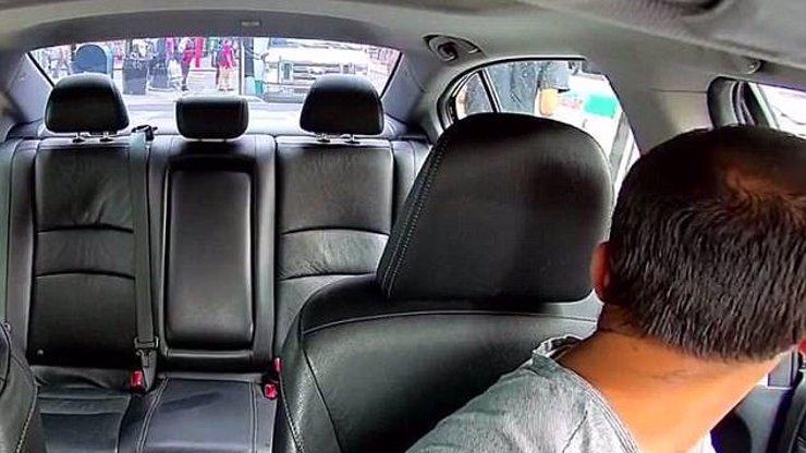 Taxikář nakažený koronavirem převážel až 90 lidí: Prověřují je a 6 členů jeho rodiny