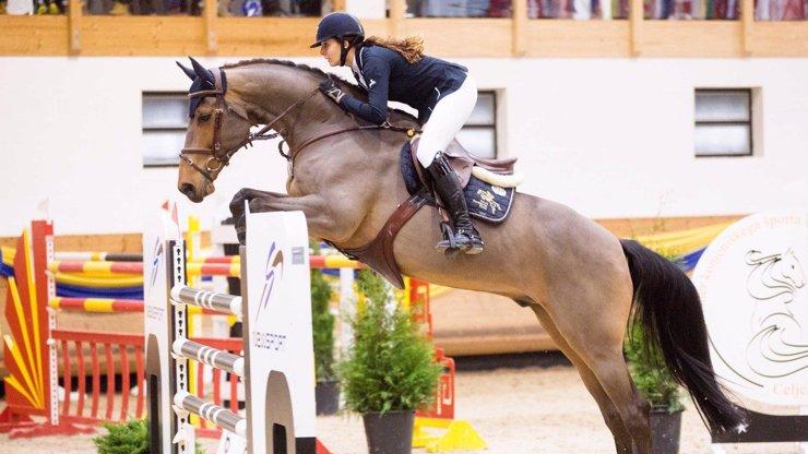 Krásná a cílevědomá Anna Kellnerová: Na koni za čtvrt miliardy jezdí i přes varování lékařů