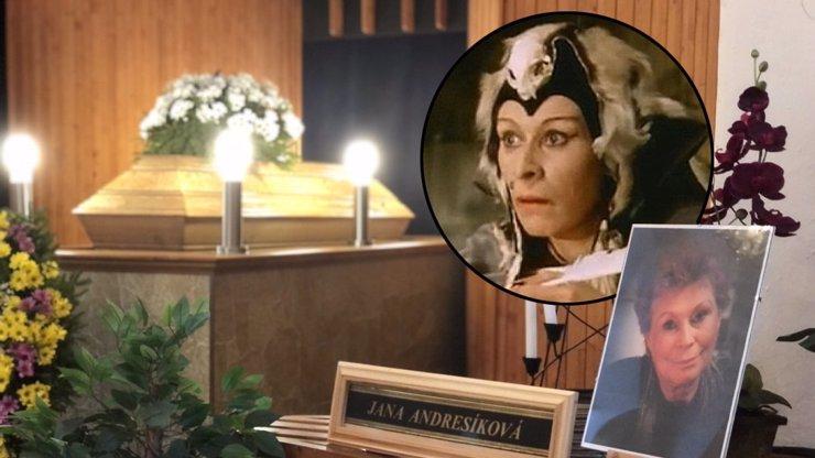 Plakalo i nebe: Dojemné poslední rozloučení s čarodějnicí z Arabely Janou Andresíkovou