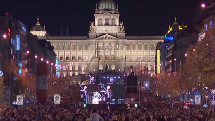 Oslavy výročí sametové revoluce: Průvod jako v roce 89 a velký koncert na Václaváku