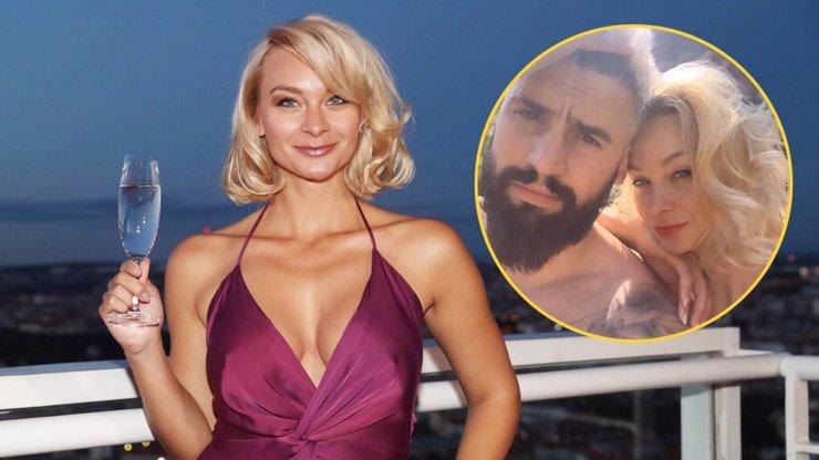 Čerstvě nezadaná Barbora Mottlová nezahálí: Na Playboy party lákala pány na hříšný dekolt