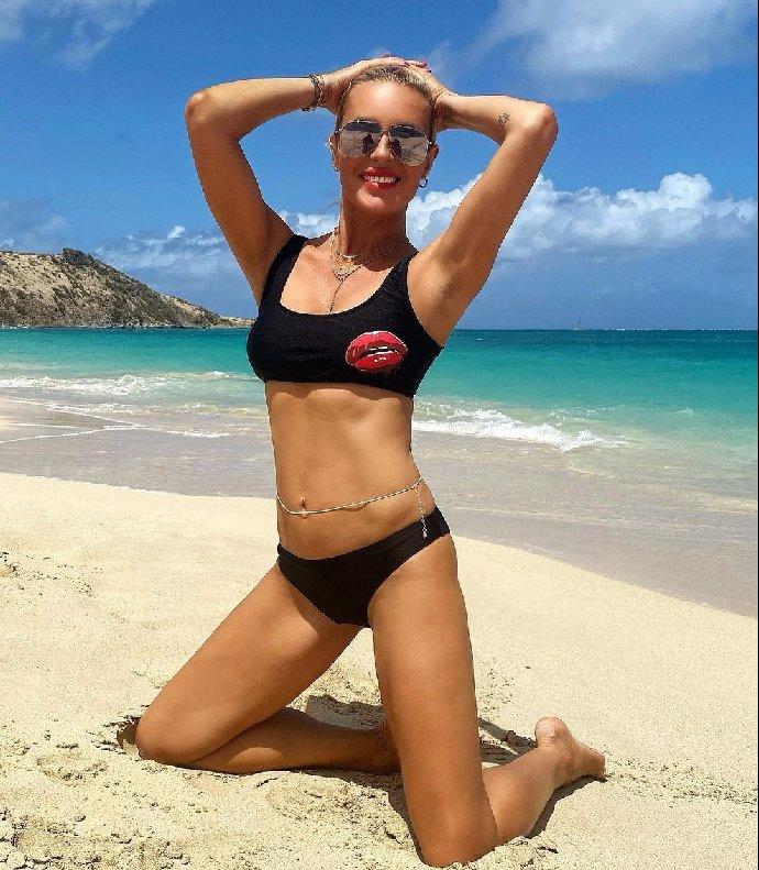 Simona Krainová se sestrou předvedly dokonalá těla! Kašlete na věk, hlásají