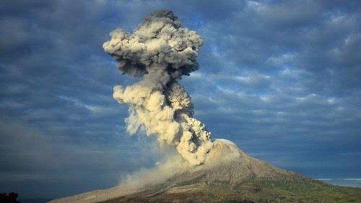 STRACH V RÁJI: Sopka Barujari se probudila k životu! V Indonésii jsou pohřešovány stovky turistů