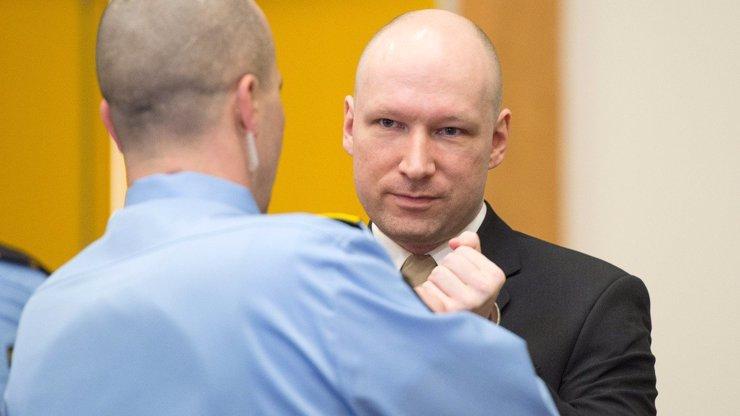 Masový vrah Anders Breivik před 9 lety zabil 77 lidí: Změnil si jméno a neustále si stěžuje