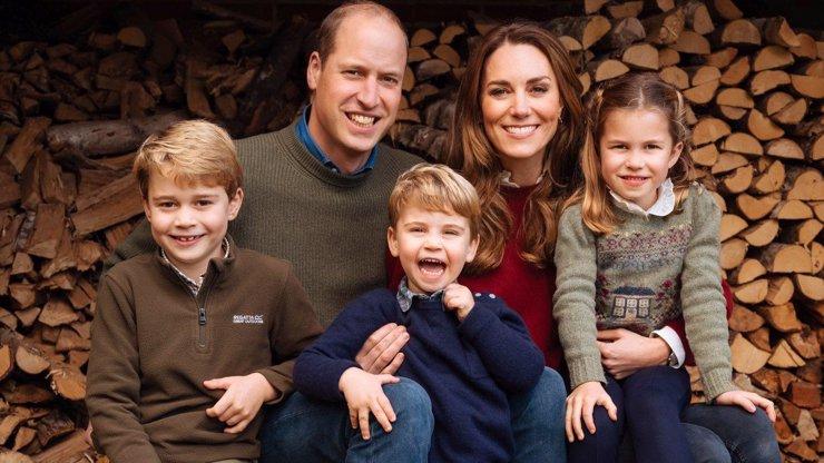 Královská rodina rozeslala vánoční přání. Na fotkách všichni jen září