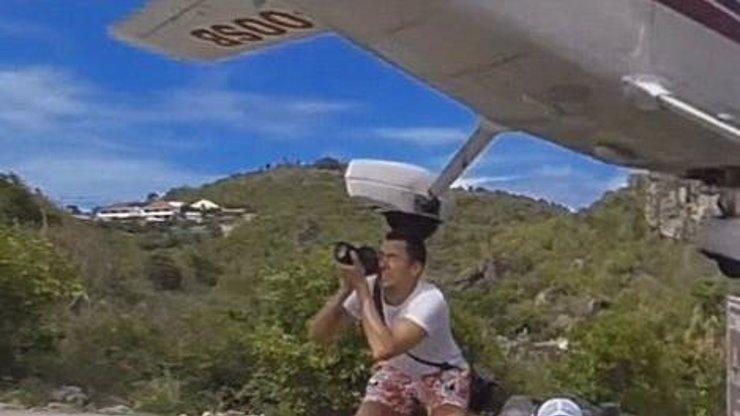 NESKUTEČNÉ VIDEO: Kdo z vás se může pochlubit tím, že mu vlasy učesalo letadlo?