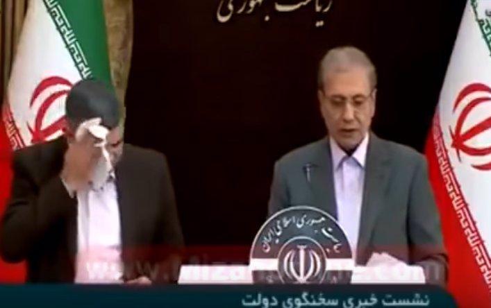 Mám koronavirus, přiznal tajemník íránského ministra zdravotnictví: Na tiskovce se otíral