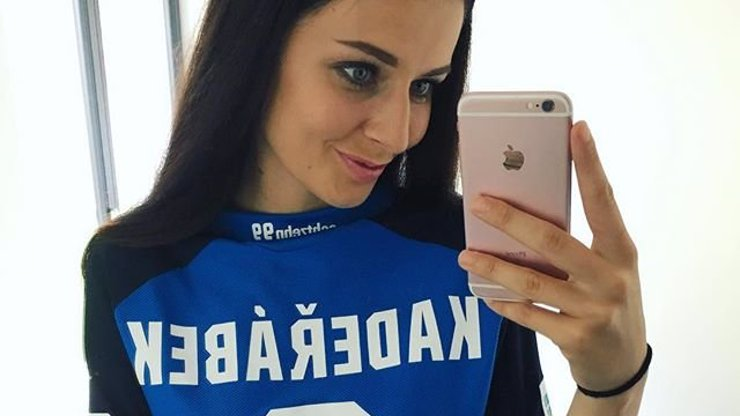 Už je z ní paní Kadeřábková! Miss Chlebovská řekla ano fotbalistovi Kadeřábkovi na tajném místě!