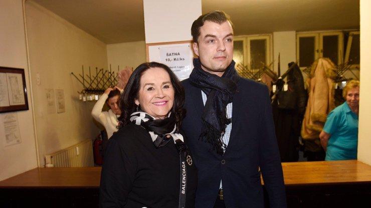Gregorová (67) a o 33 let mladší Koptík slavili narozeniny: Hanka celý večer zářila