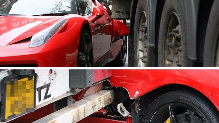 Máte špatný den? Nezoufejte, majitel luxusního Ferrari se má mnohem hůř. Jeho sporťáčka zdemoloval kamion!