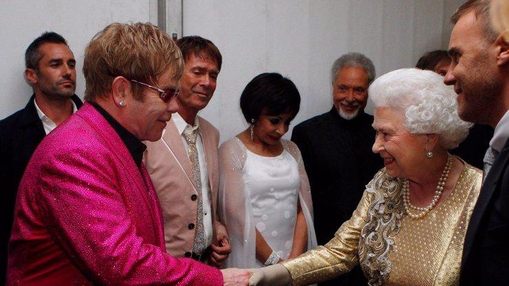Elton John o Alžbětě: Propleskla synovce a řekla mu, že s královnou se nediskutuje
