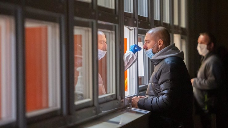 Vláda opět hází lidem klacky pod nohy: Čestné prohlášení o samotestu už neplatí