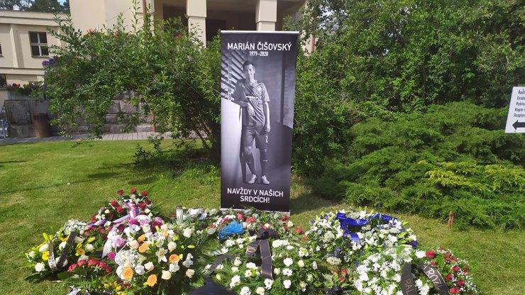 Nejdojemnější momenty z pohřbu Mariána Čišovského (†40), nejen Horváth odcházel uslzený