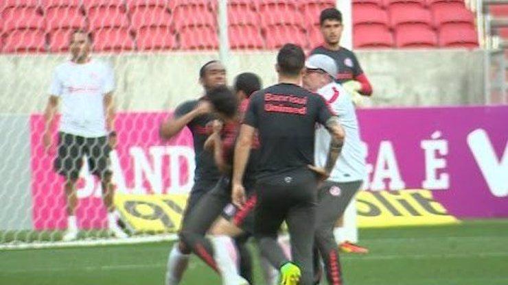 Krvavá rvačka přímo na tréninku: Fotbalista Anderson ztratil nervy a zbil spoluhráče!