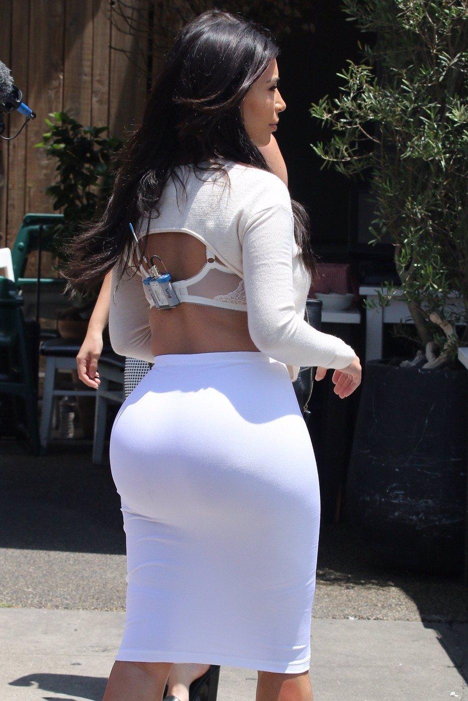 Módní peklo Kim Kardashian: Tohle snad musela hvězdička s obří zadnicí okoukat v Česku!