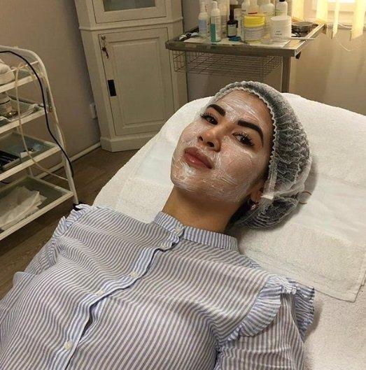 Krev v obličeji! Pornoherečku Lady Dee drsně rozpíchali! Tohle jsou fotky z nemocnice!