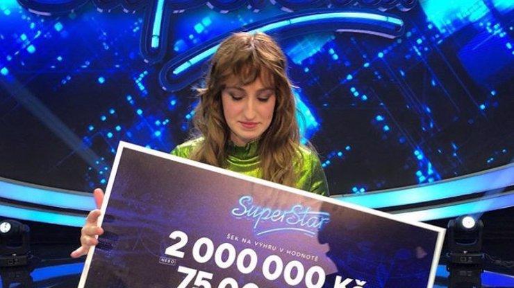 Vítězka SuperStar 2020: Dívka s rovnátky Barbora Piešová si za výhru koupí nové tlumiče