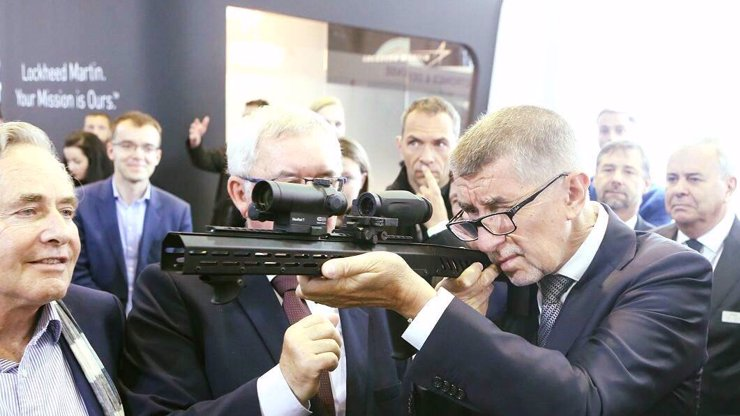 MIMOŘÁDNÁ ZPRÁVA: V letadle s premiérem Andrejem Babišem se střílelo!