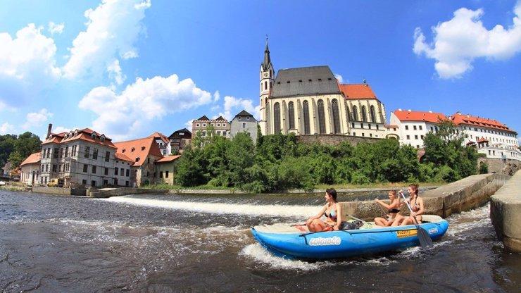 Nápory vodáků na Vltavě? Zatím jim nepřeje počasí, chybí i zahraniční turisté