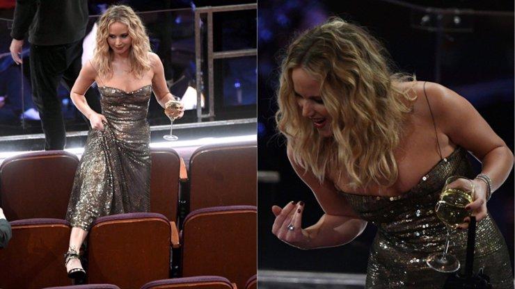 Jennifer Lawrence víno na Oscarech přirostlo k ruce. Opilá přeskakovala sedačky!