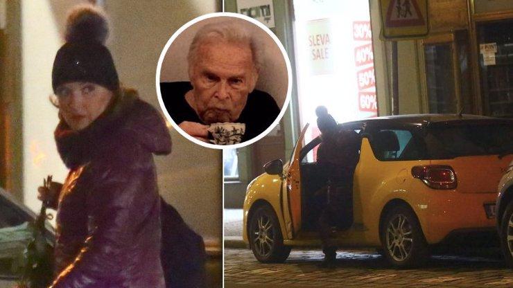 Poprvé v práci po smrti tatínka: Truchlící Barbora Munzarová spěchala za nemocnou Janou Hlaváčovou