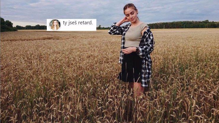 Chování Anny Kadeřávkové překračuje meze: Rozina z Ulice nazvala fanouška retardem