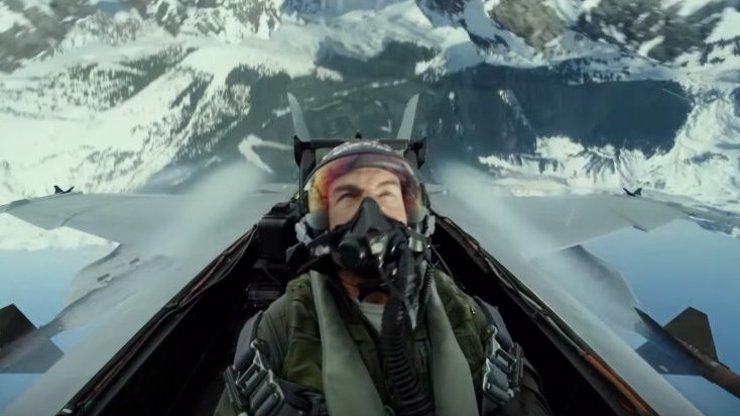 Nový Top Gun: Maverick láká diváky na reálné kousky. Tom Cruise je lepší než počítač