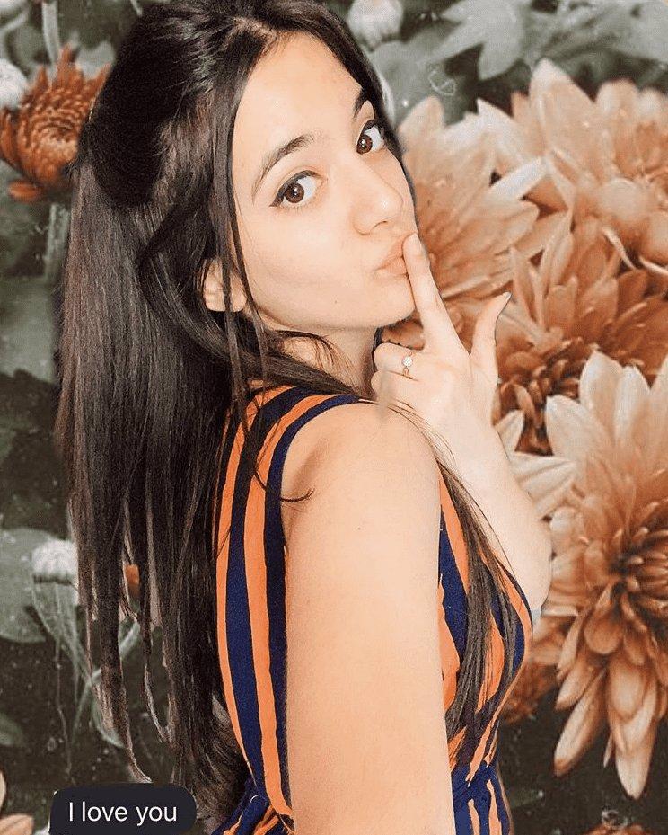 Šestnáctiletá hvězda internetu se zabila: Lidé jí psali výhrůžky, vstříc smrti šla s úsměvem