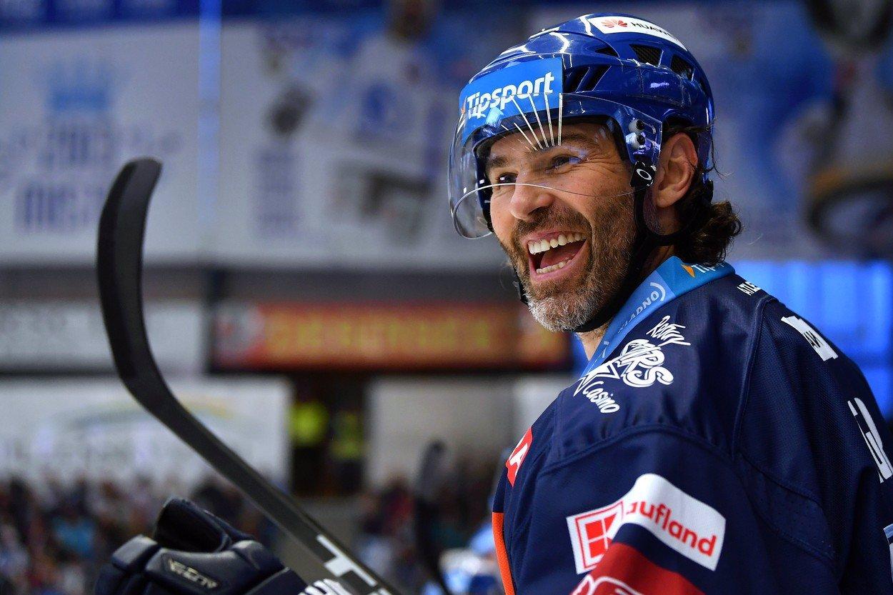 Jaromír Jágr za rok ukončí hokejovou kariéru! Teď hlídá, aby se k dětem a nadšencům dostaly miliony