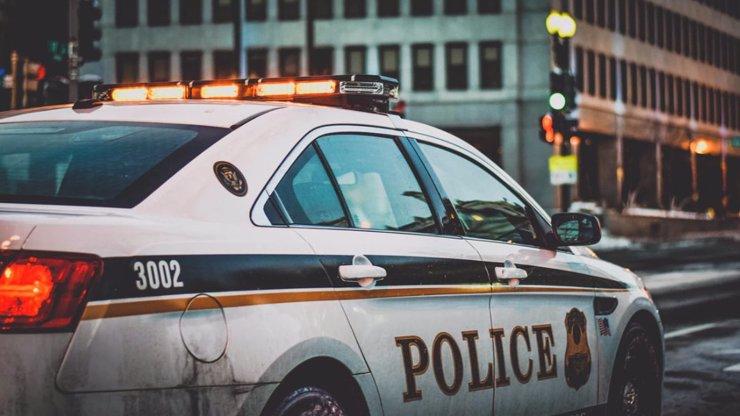 Střelba v kostele si vyžádala dva životy: Útočníka zneškodnil jeden z farníků