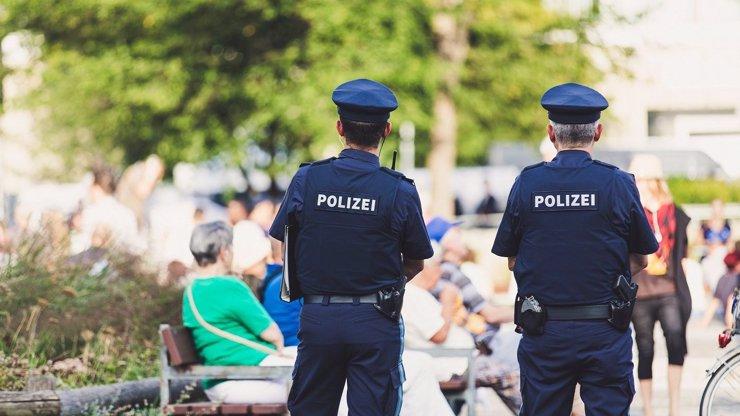 Útok v Německu: 6 migrantů sexuálně napadlo 2 dívky, nejmladšímu agresorovi je pouhých 14 let!