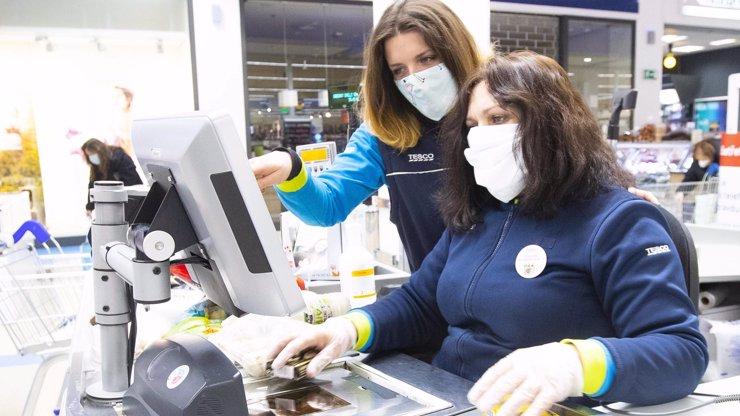I v těžkých časech zůstává Tesco nadále bezpečným místem pro nakupování a práci