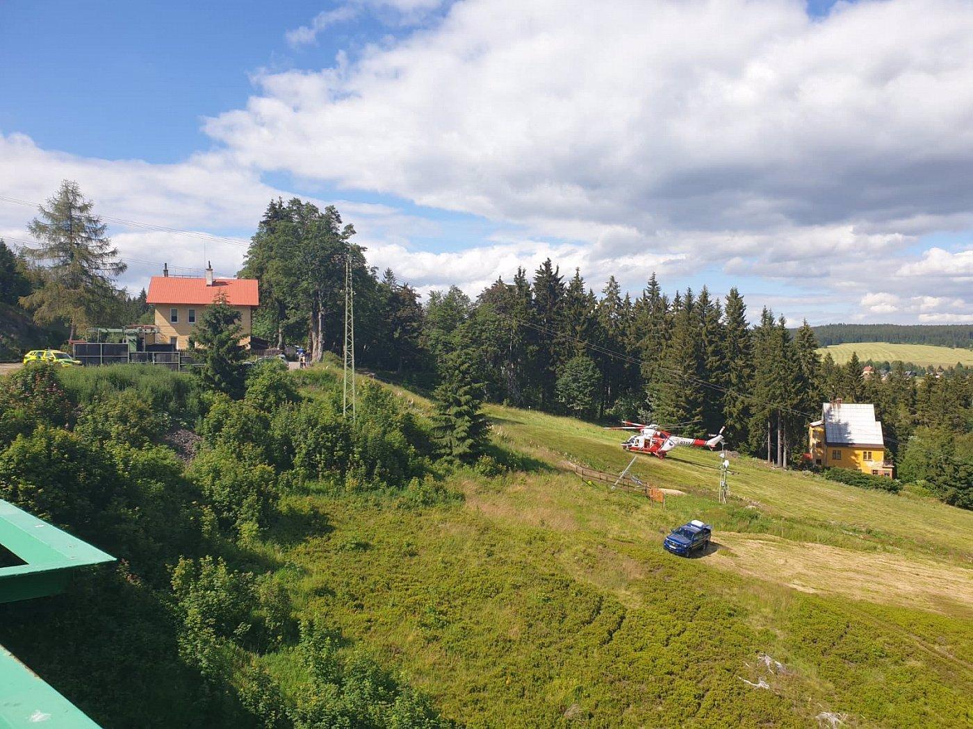 První snímky z čelní srážky dvou vlaků na Karlovarsku: Naskakuje z nich husí kůže