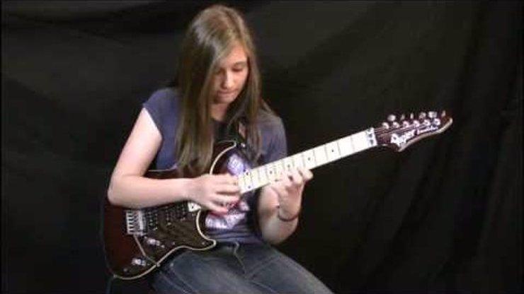 Muzikanti, teď se zamilujete! Ale pozor, téhle skvělé kytaristce je teprve 14!